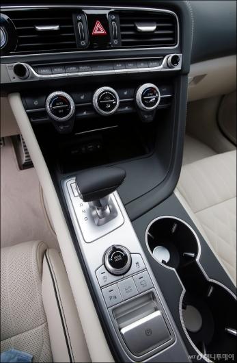 [사진]제네시스 G70, '깔끔한 센터페시아'