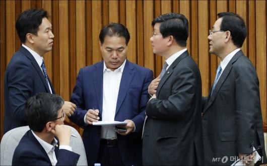 [사진]난항 겪는 김명수 청문보고서 채택