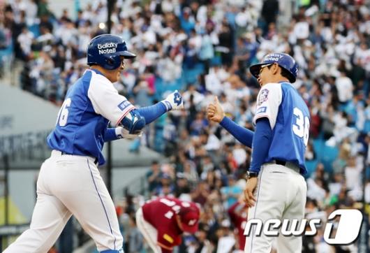 [사진]이승엽 '연타석 홈런'