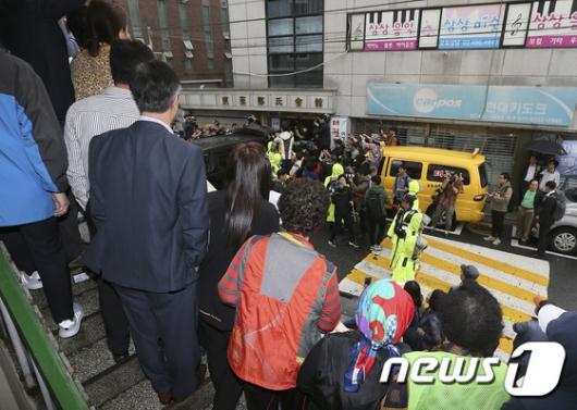 [사진]'어금니 아빠' 현장검증, '마스크 벗겨라' 분통