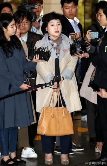 [사진]경찰 출석하는 고 김광석 아내