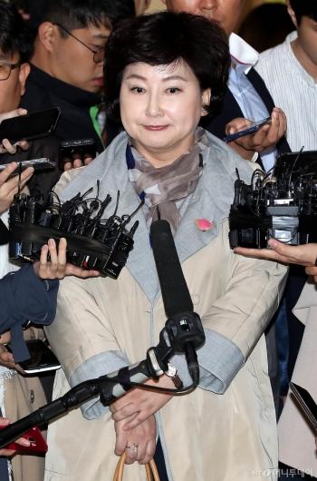 [사진]고 김광석 아내, 피고발인 신분으로 경찰 출석