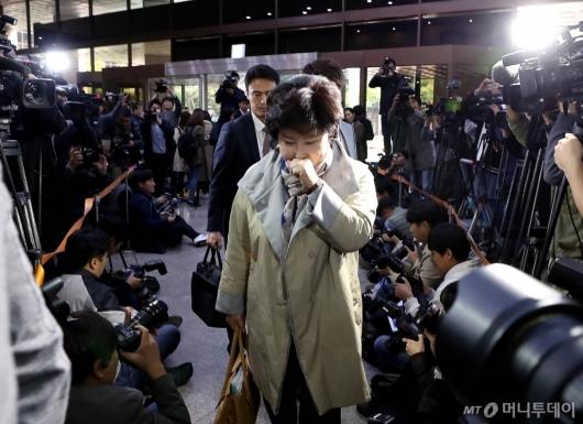 [사진]경찰 출석하는 故 김광석 아내