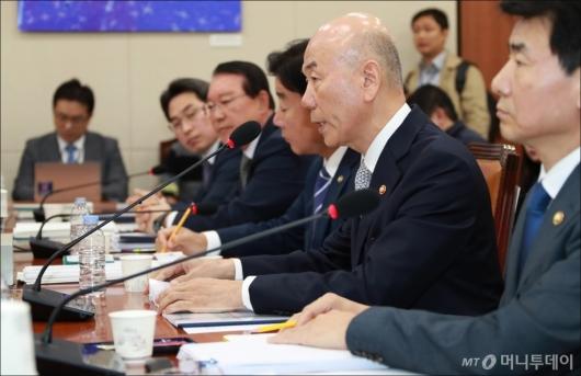 [사진]과방위 국감 출석한 이효성 방통위원장