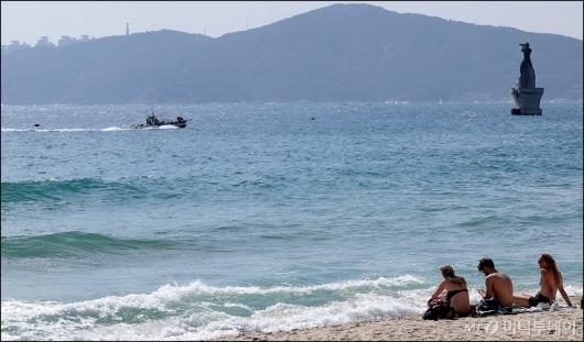 [사진]'해운대에서 즐기는 일광욕'