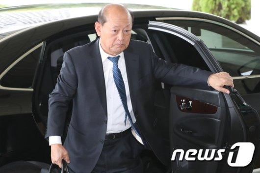 [사진]송두환 위원장, 검찰개혁위원회 참석