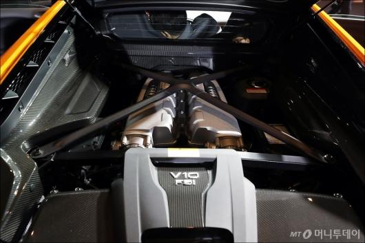 [사진]더 뉴 아우디 R8 V10 '610마력 미드십 엔진'