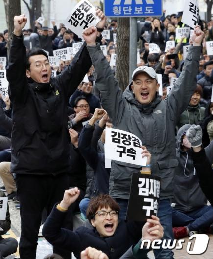 [사진]환호하는 MBC노조 '김장겸 해임안 가결'