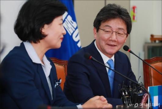 [사진]인사말하는 유승민 바른정당 신임 대표