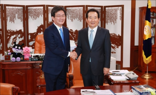 [사진]유승민 바른정당 신임 대표, 정세균 국회의장 예방