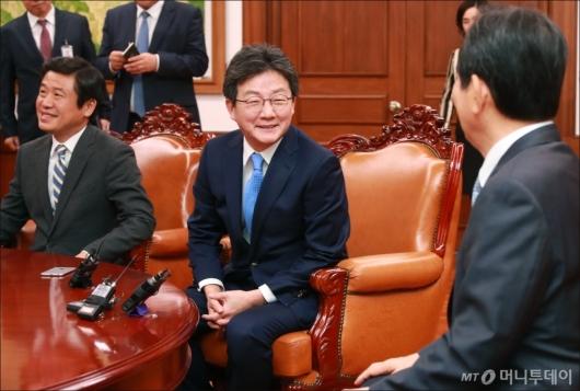 [사진]유승민 바른정당 신임 대표, 국회의장 예방