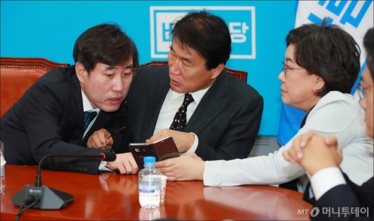 [사진]대화하는 하태경-권오을-이혜훈