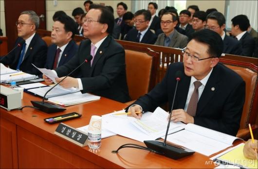 [사진]답변하는 이철성 경찰청장
