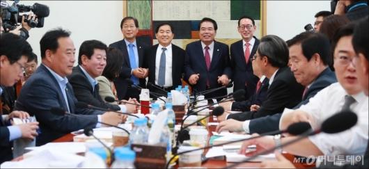 [사진]예산안 조정소위원회 첫 회의 개최