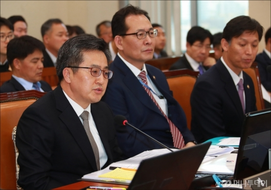 [사진]답변하는 김동연 기재부장관