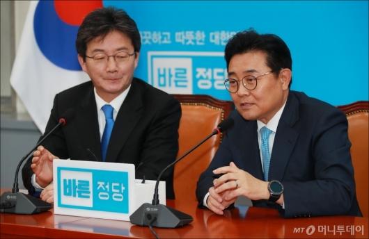 [사진]유승민 찾은 전병헌 정무수석