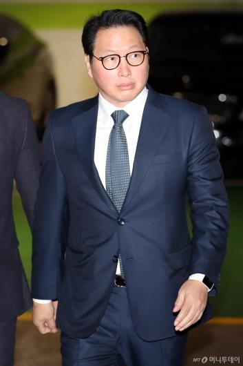 [사진]가정법원 출석하는 최태원 회장
