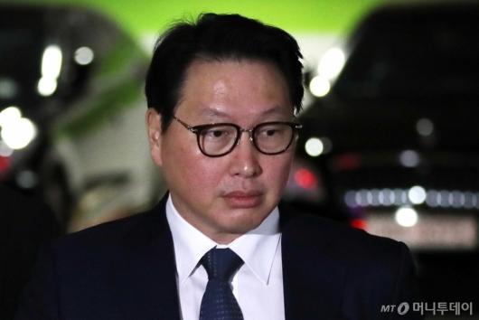 [사진]서울가정법원 향하는 최태원 회장
