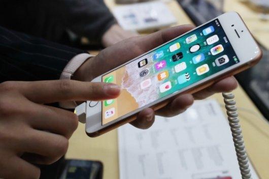 벌써 재고떨이? 아이폰8, 블랙프라이데이 파격 할인