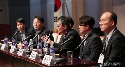 [사진]'포항지진' 관련 질의에 답하는 전문가들