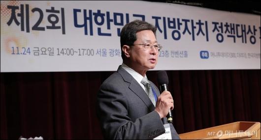 [사진]심사평 하는 이달곤 교수