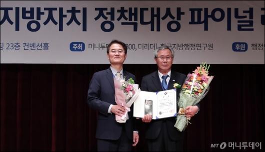 [사진]'지방자치 정책대상' 의성군 대상 수상