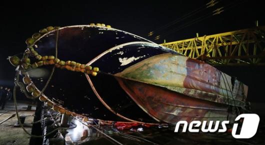 [사진]인천해경 전용부두 도착한 선창1호