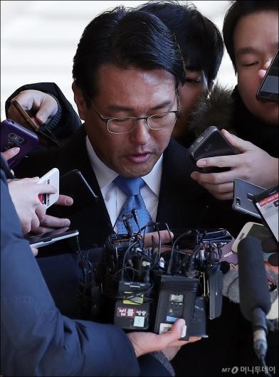 [사진]고개숙인 김태효 전 비서관