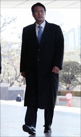[사진]검찰 들어서는 김태효 전 비서관