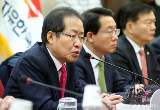 [사진]모두발언하는 홍준표 대표