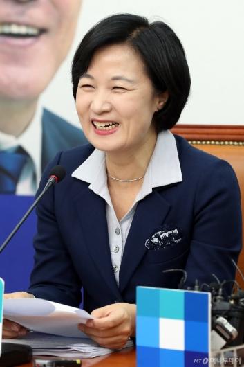 [사진]밝게 웃는 추미애 대표