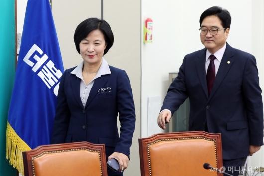 [사진]최고위원회의 참석하는 추미애-우원식