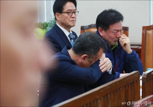 [사진]눈물 흘리는 제천 스포츠센터 화재참사 유가족들