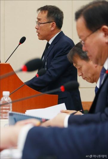 [사진]행안위 참석한 류건덕 제천 화재참사 유가족 대책위원장