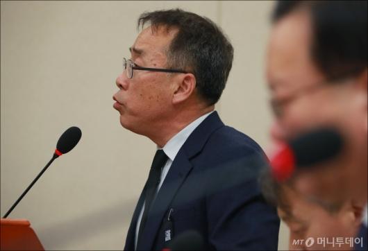 [사진]유가족 요구사항 밝히는 류건덕 대책위원장