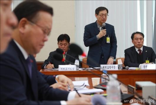 [사진]충북·제천 소방 지휘부, 행안위 전체회의 출석