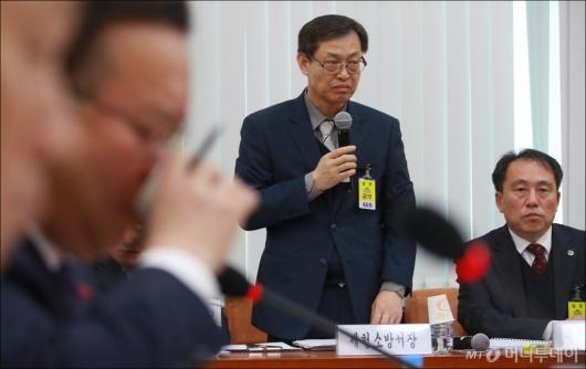 [사진]행안위 전체회의 출석한 제천소방서장