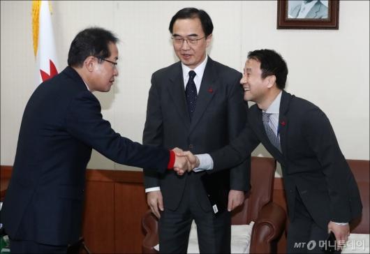 [사진]자유한국당 방문한 조명균-한병도