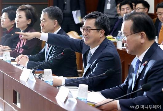 [사진]미소 짓는 김동연 부총리