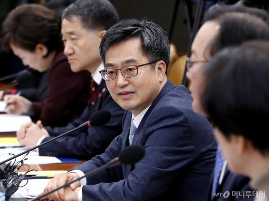 [사진]경제장관회의 주재하는 김동연 부총리