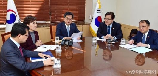 [사진]김동연 부총리, 장관들과 주택시장 동향 및 대응방향 논의