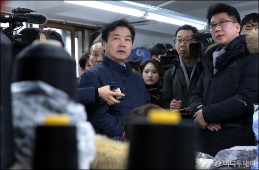 [사진]봉제골목 찾은 홍종학 중기부 장관