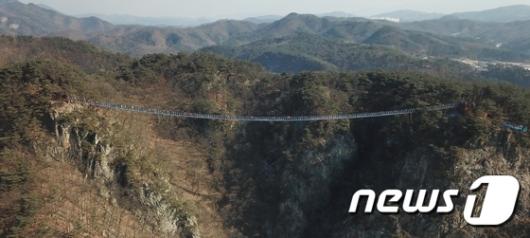 [사진]'길이 200m' 원주 소금산 출렁다리 개통