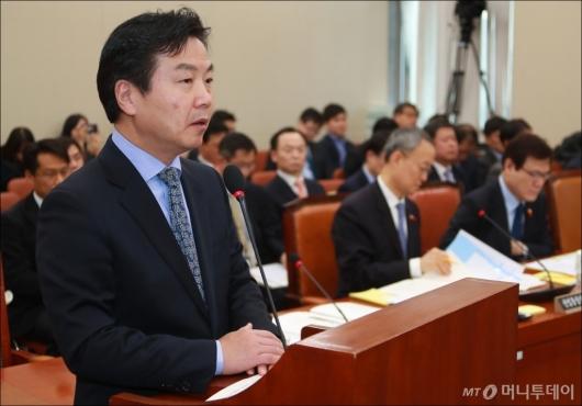 [사진]업무보고하는 홍종학 장관