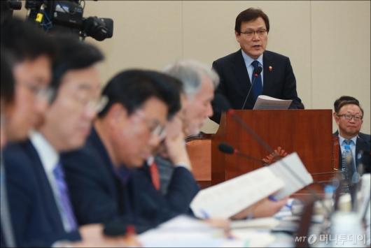 [사진]업무보고하는 최종구 금융위원장