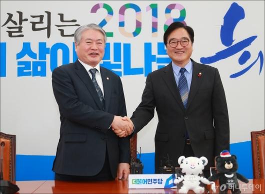 [사진]우원식 원내대표 예방한 김용익 건보공단 이사장