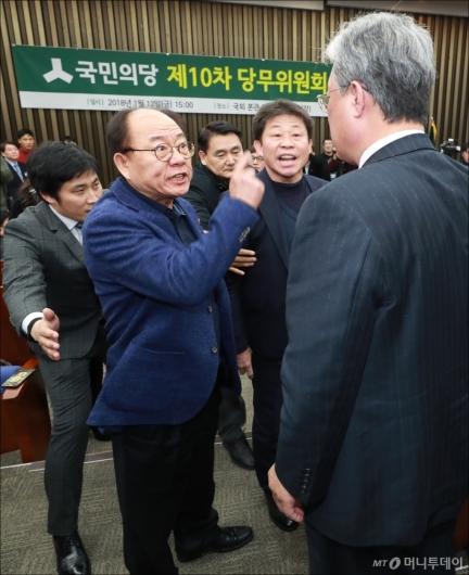 [사진]삿대질-고성 판치는 국민의당 당무위원회
