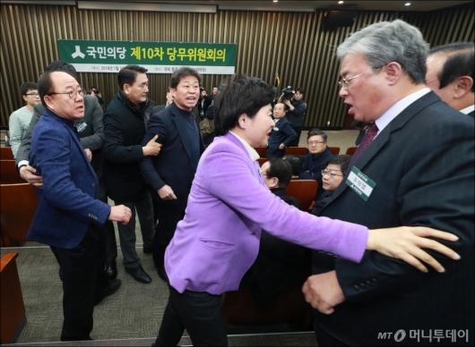 [사진]난장판 된 국민의당 당무위원회의