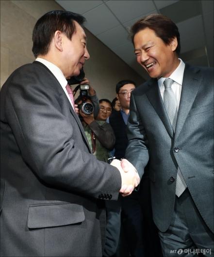 [사진]김성태 찾은 임종석 비서실장