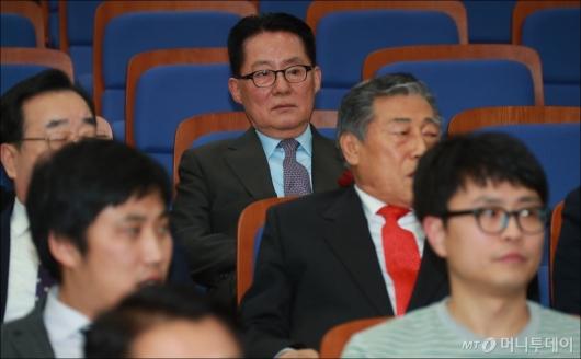 [사진]심기불편한 박지원 국민의당 전 대표